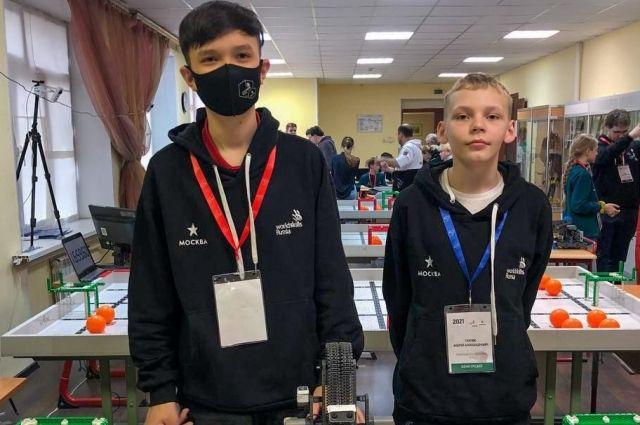 Владимир Цыжипов и Андрей Гнатюк на WorldSkills Russiа Juniors в Москве.