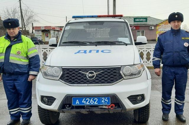 Пожар они заметили случайно во время патрулирования улиц в п. Нижний Ингаш.