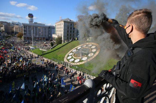 Участники марша националистов в Киеве в честь создания Украинской повстанческой армии (УПА), 2020 г.