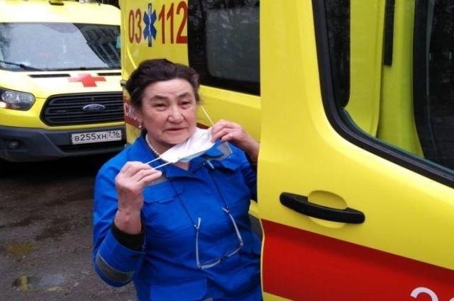 Один из старейших врачей скорой помощи Казани Галия Ханафеева: «Считаю, вакцинироваться от COVID-19 надо обязательно».