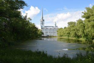 Петропавловский парк и его постройки нуждаются в срочной реставрации.