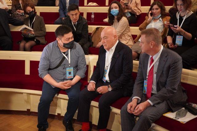 Владимир Познер посетил XV Международный форум молодых журналистов «Диалог культур».
