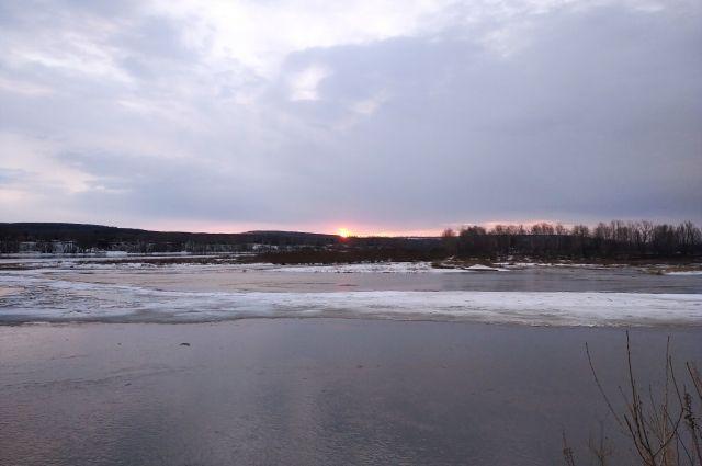Томь в Новокузнецке достигла отметки в 5 м 30 см.