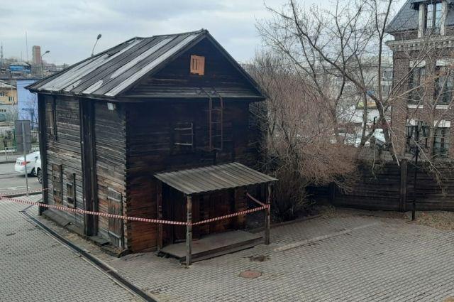 Сутки мужчина прятал ребенка в заброшенном доме.