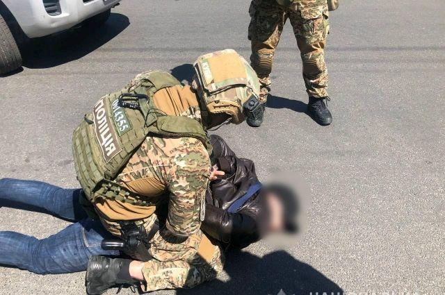 Требовали несуществующие долги: в Киеве задержали двух иностранцев