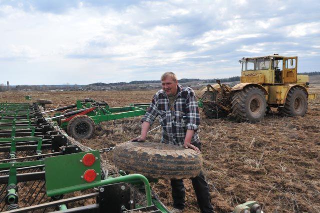 Весенние полевые работы идут по всему краю.