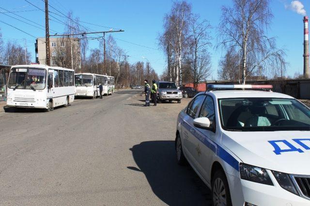 Водителя маршрутки оштрафовали за объезд пробки по тротуару в Новосибирске