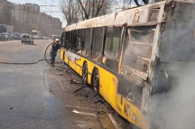 В Киеве загорелся автобус с пассажирами: детали