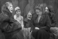 Женщины, отбывающие наказание в исправительной колонии №9 в Новосибирске, «оживили» фотографию, сделанную в концлагере.