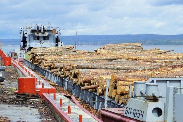 Баржи, грузовые теплоходы, буксиры, буксиры-толкачи, плавкран, катера КС прошли текущий ремонт.