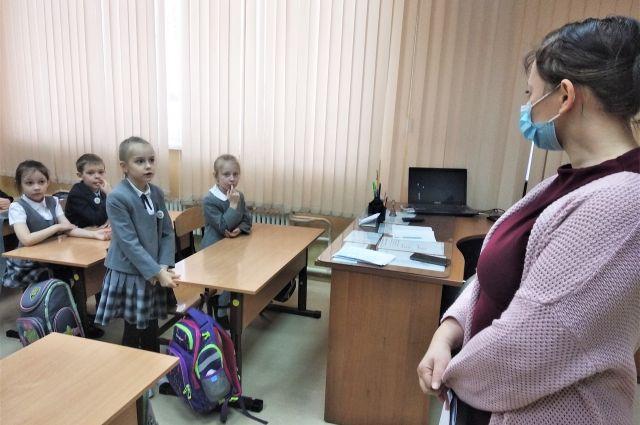 В познавательно-игровой форме оренбургским школьникам рассказали, как правильно вести себя вблизи тепловых пунктов.