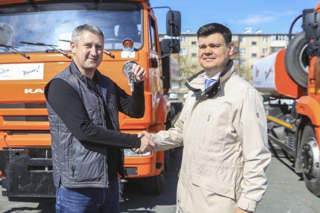 Металлоинвест подарил Новотроицку спецтехнику для уборки улиц.