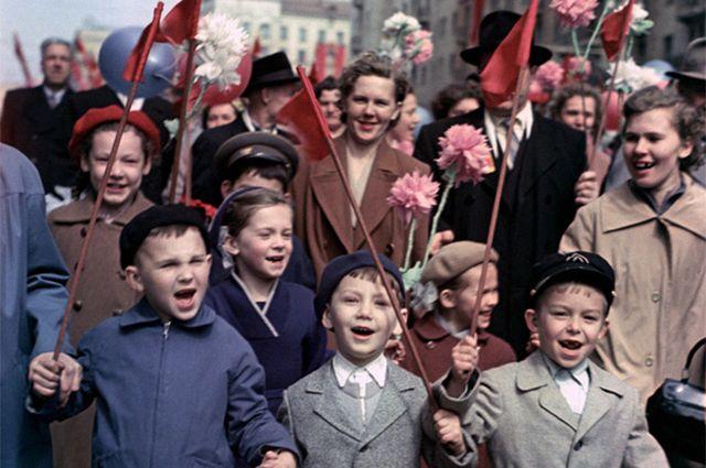Первомайская демонстрация в Москве, 1960-е.