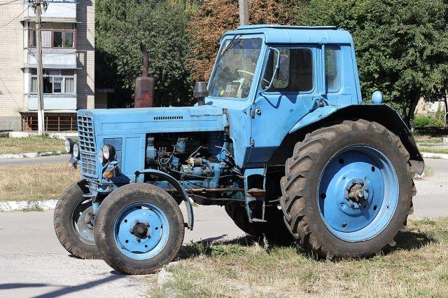 В Курманаевском районе 79-летнего пенсионера травмировало ковшом трактора.