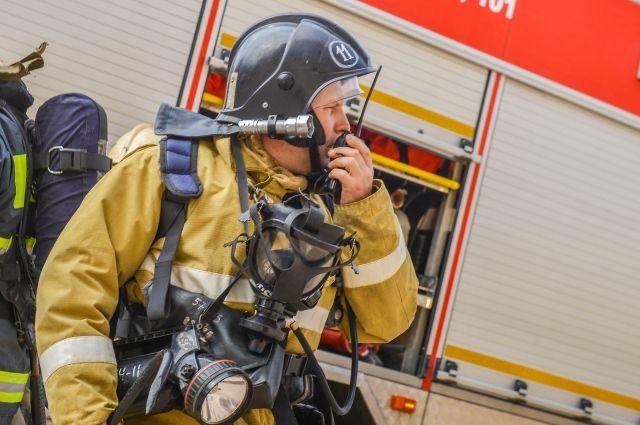 На месте возгорания работали 18 пожарных.