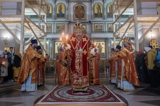 В храме Рождества Христова пасхальное богослужение совершил митрополит Красноярский и Ачинский Пантелеимон.