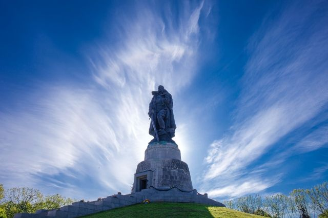 Мемориал «Воин-освободитель» вТрептов-парке вБерлине.