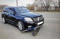 В Орске 10-летняя девочка получила перелом коленного сустава при наездке Mercedes.