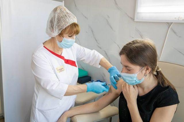 На майских праздниках во всех медучреждениях работают кабинеты вакцинации.