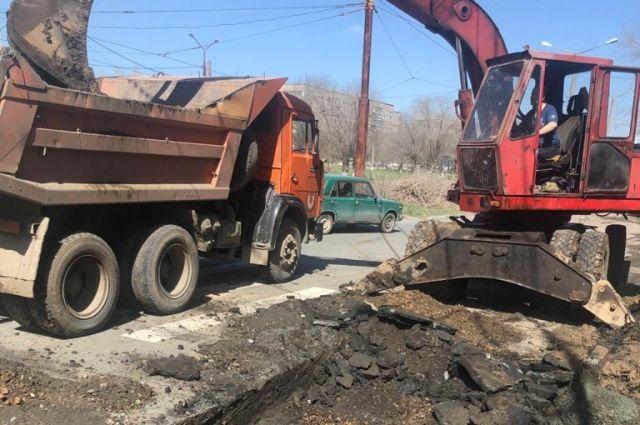 Порыв трубы водовода произошел в районе перекрестка улиц Советская и Комарова.