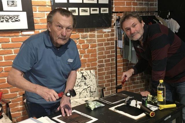 Валентин Михайлович Ефремов (слева) профессиаональным художником не стал, но любовь к изобразительному искусству передал сыну Алексею, а через него внучке Анне.