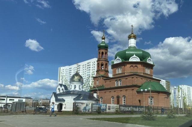 Архимандрит Симеон (Томачинский) и иерей Димитрий Барицкий встретили Светлое Христово Воскресение с оренбуржцами.