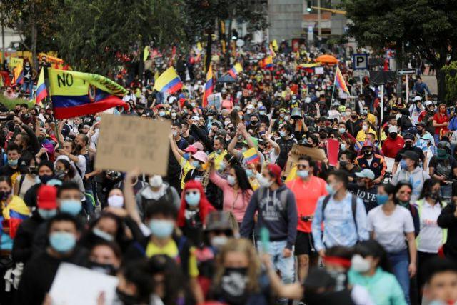 Более 800 человек пострадали во время протестов в Колумбии