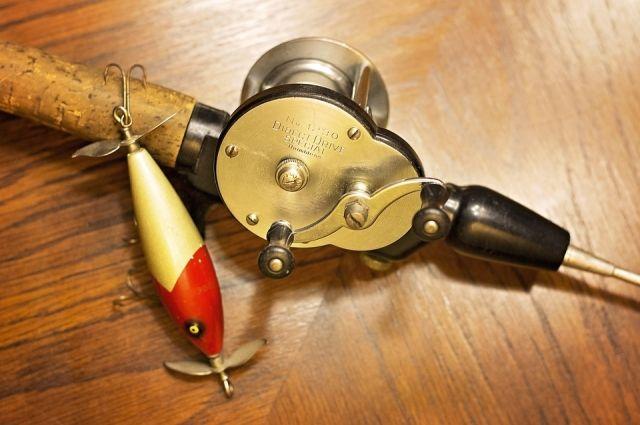 Исключение составляет любительская рыбалка с берега крючковой снастью