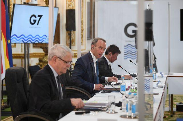 Доминик Рааб (в центре) на встрече министров иностранных дел стран «Большой семерки».
