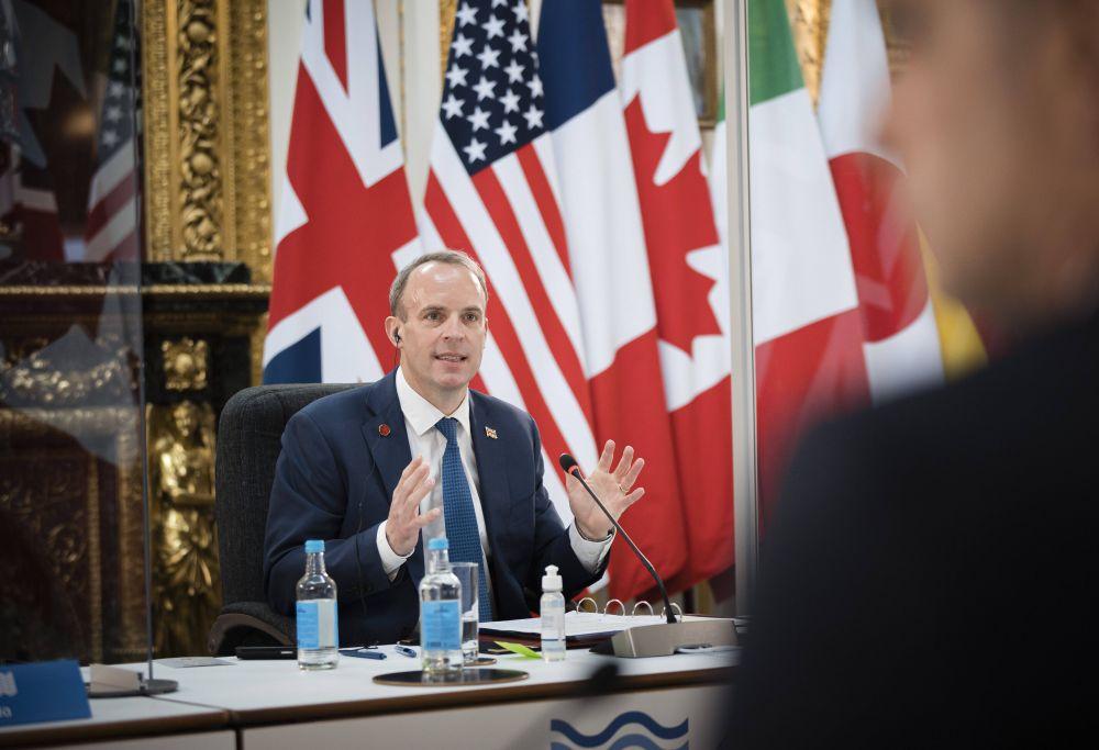 Министр иностранных дел Великобритании Доминик Рааб на пленарном заседании глав МИД стран G7