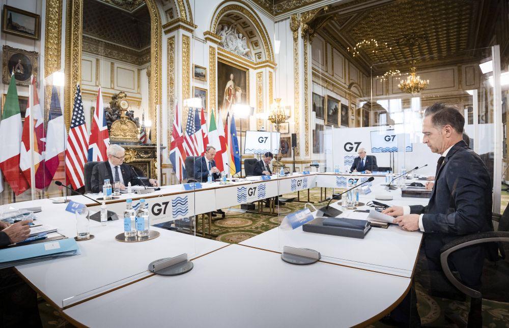 Министры иностранных дел Канады Марк Гарно, Великобритании Доминик Рааб, Японии Тосимицу Мотэги, верховный представитель ЕС по иностранным делам и политике безопасности Жозеп Боррель, министр иностранных дел Германии Хайко Маас (слева направо) на пленарном заседании глав МИД стран G7