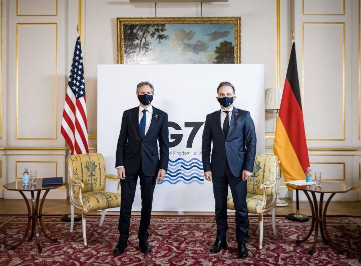 Госсекретарь США Энтони Блинкен и министр иностранных дел Германии Хайко Маас (cлева направо) во время встречи глав МИД стран G7