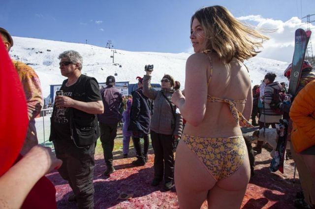Псковский фотограф случайно попал на фестиваль бикини