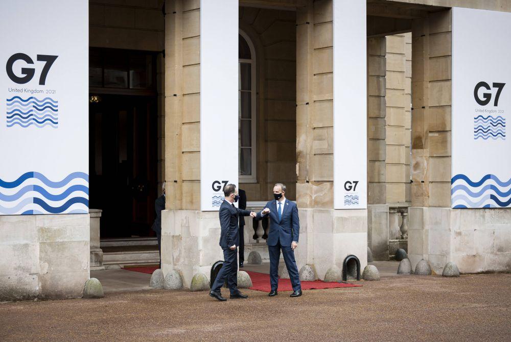 Министры иностранных дел Германии Хайко Маас и Великобритании Доминик Рааб (слева направо) во время встречи глав МИД стран G7
