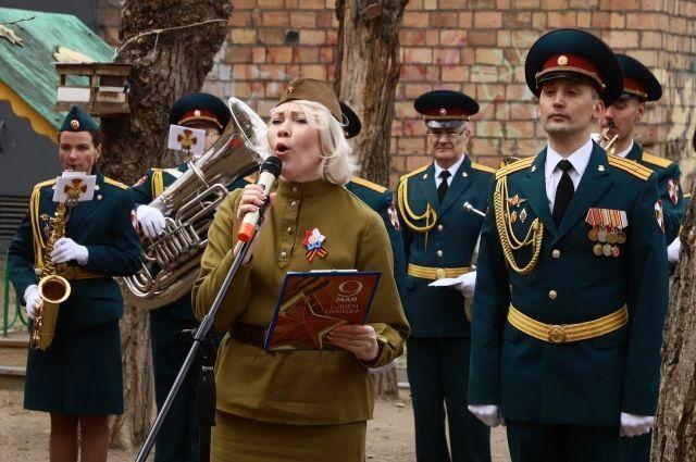 Для ветеранов звучали военные песни их молодости.