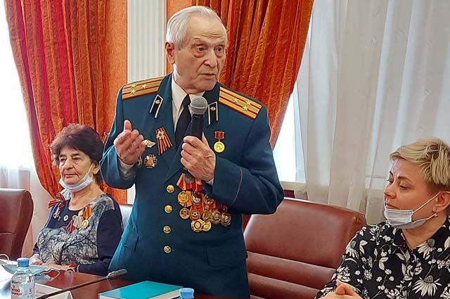 Анатолий Кравченко и сейчас ведёт активную жизнь, работает с детьми и воспитывает в них патриотизм.
