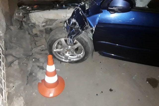 В Оренбурге при столкновении Nissan и Kia пострадали двое детей.