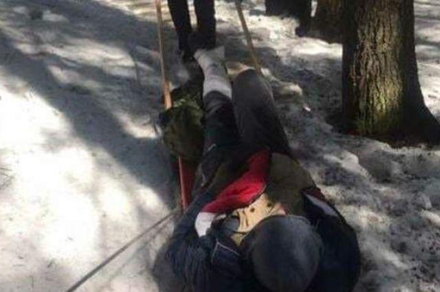 Пришлось помогать спасателям: в Карпатах турист получил травму
