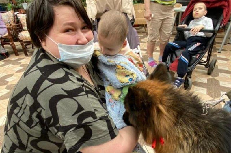 Собаки удивительные - они заглядывали в глаза детям, отзываются сотрудники хосписа. А некоторые могли и лизнуть.