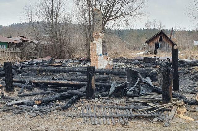 32-летняя мать заперла детей одних дома и ушла по своим делам.