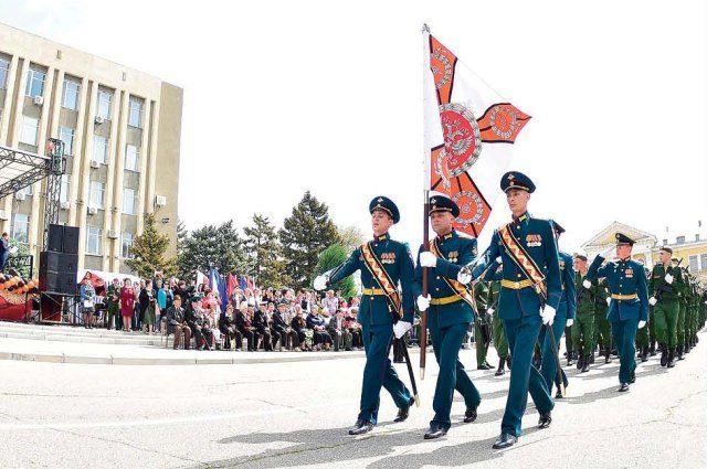 Утром 9 мая на центральной площади пройдёт парад частей Будённовского гарнизона и юнармейцев.