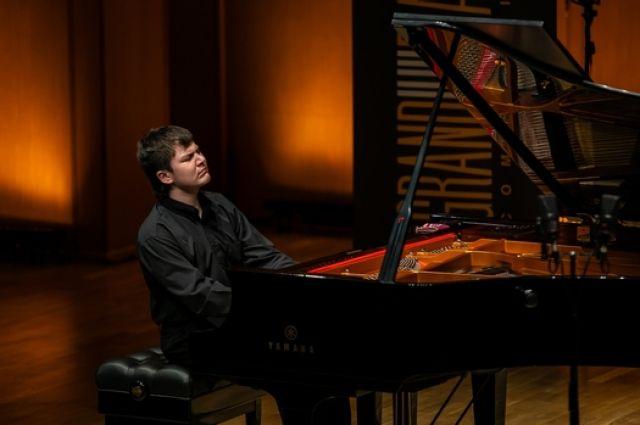 Пианист Сергей Давыдченко