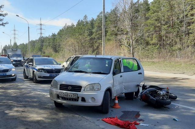 Водитель Suzuki насмерть сбила мужчину на мопеде в Новосибирске