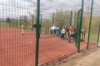 ЧП произошло на спортплощадке возле сельского клуба.