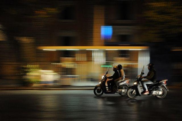 В Нижнем Тагиле пятый день разыскивают скутериста, сломавшего руку пешеходу