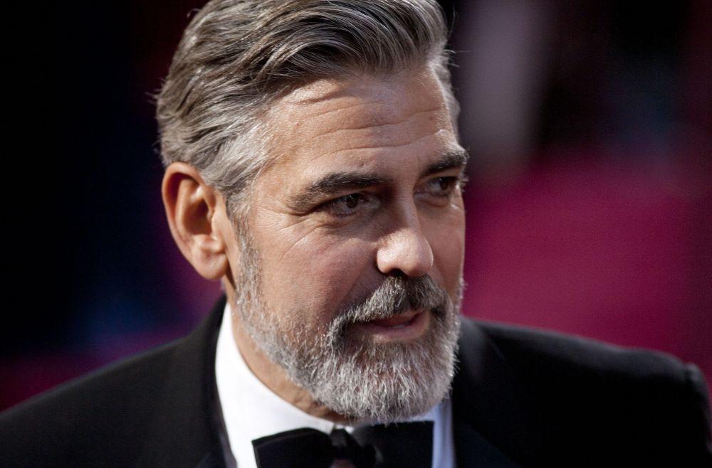 Джордж Клуни на красной дорожке 85-й церемонии вручения премии «Оскар» (2013 год)