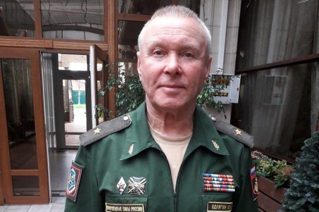 Сейчас Юрий Колягин инспектирует военные части.