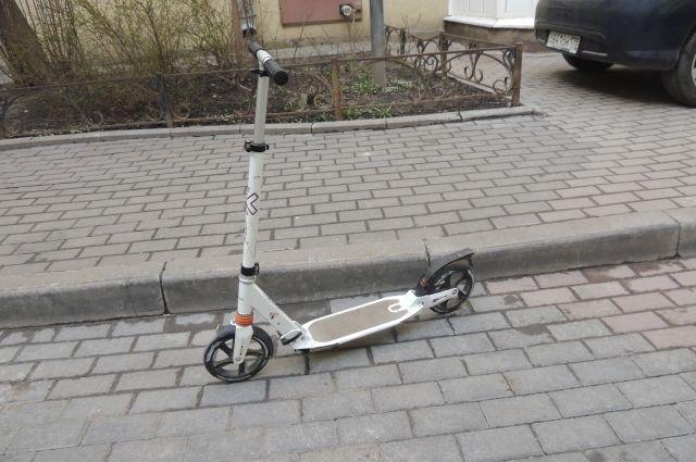 В Рыбинске водитель сбил пятилетнюю девочку на самокате