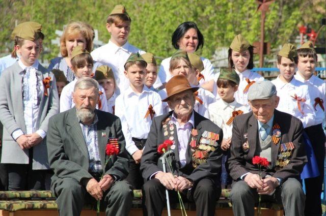 Ветераны Бузулука участвовали в открытии мемориала памяти солдатам.