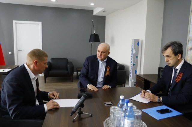Губернатор встретился с главой Беловского городского округа Алексеем Курносовым.